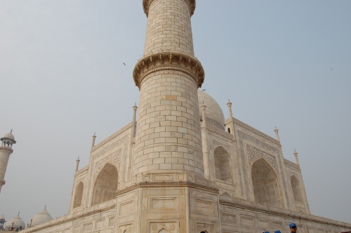 the many optical illusions of the Taj Mahal 2